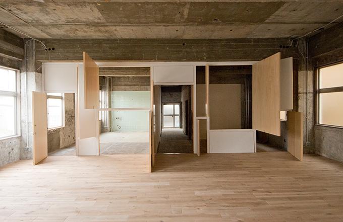 使われていなかった産婦人科が、アーティストやクリエーターがシェアするスペースに生まれ変わりました。展示やイベントなども行っています。