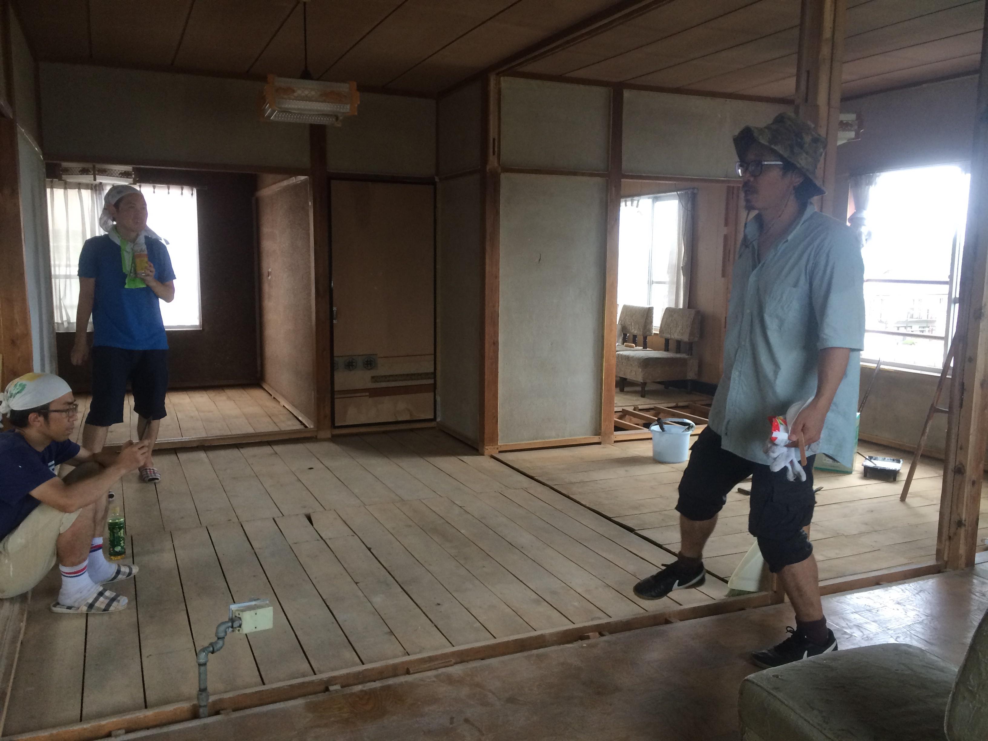 畳とゴミがなくなると、室内の湿っていた空気が晴れてスッキリしました!