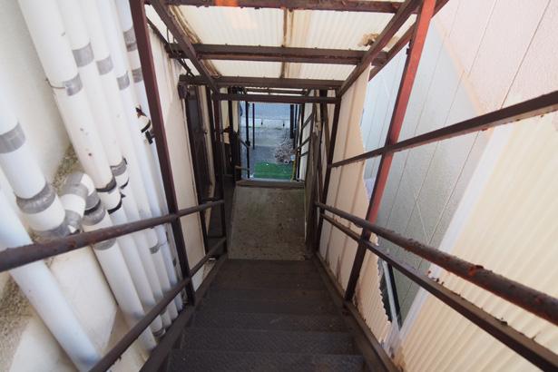 まずは引越しを優先で、ゆくゆくは入り口の階段も綺麗にしたい