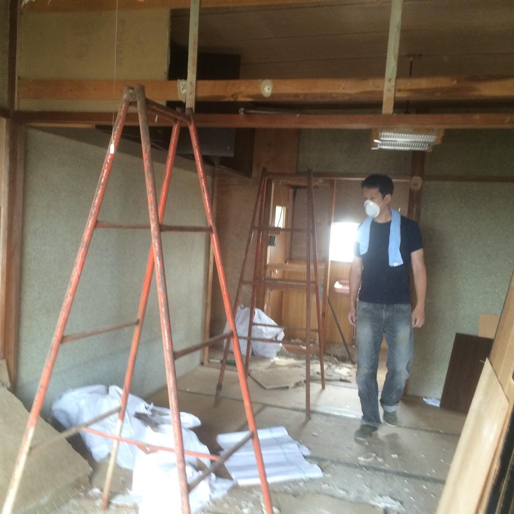 今回は和室2部屋をぶち抜いてワンフロアにするので、仕切っていた襖や鴨居も撤去します